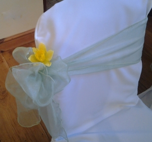 Aisle end chairs with side bow and daffodl